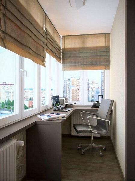 фото: рабочий кабинет на балконе