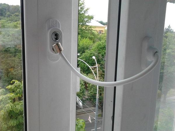 тросовый замок ограничитель для балконной двери