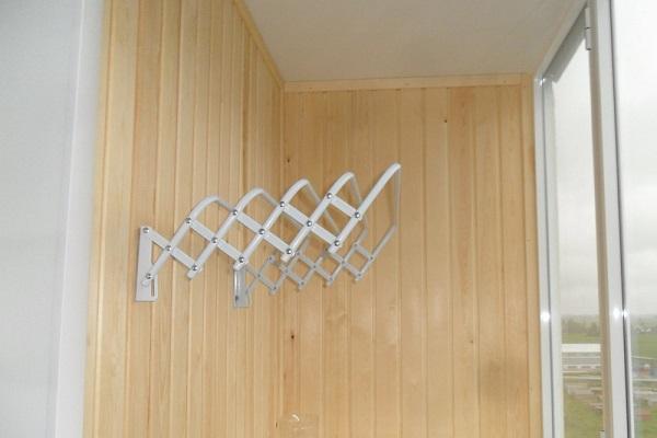 складная раздвижная настенная сушилка для белья на балкон