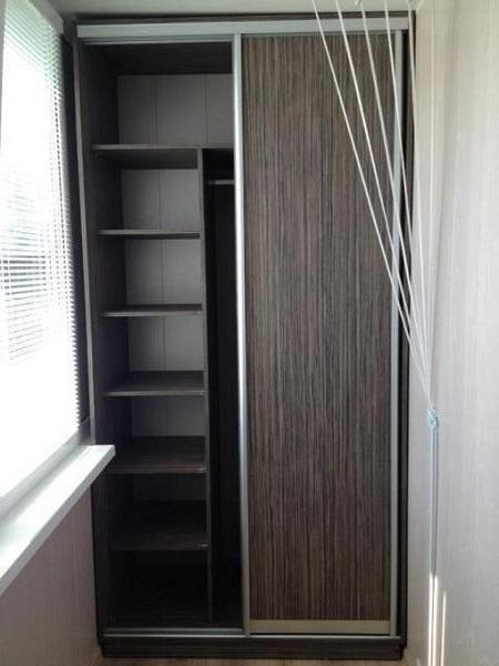 фото: шкаф купе на балкон для хранения вещей
