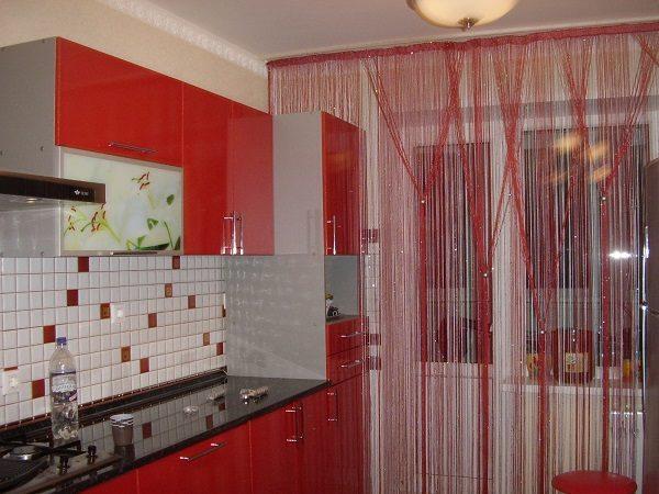 нитяные шторы для кухни с балконной дверью