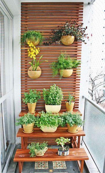 фото: этажерка для цветов на лоджию