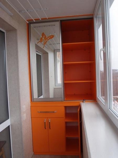 фото: встроенный шкаф на балкон