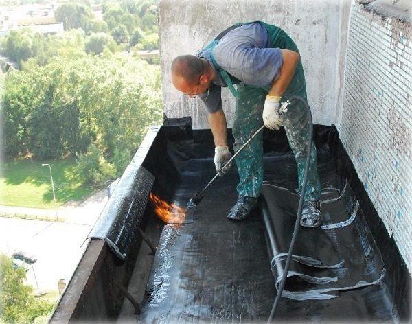 фото: гидроизоляция крыши балкона снаружи