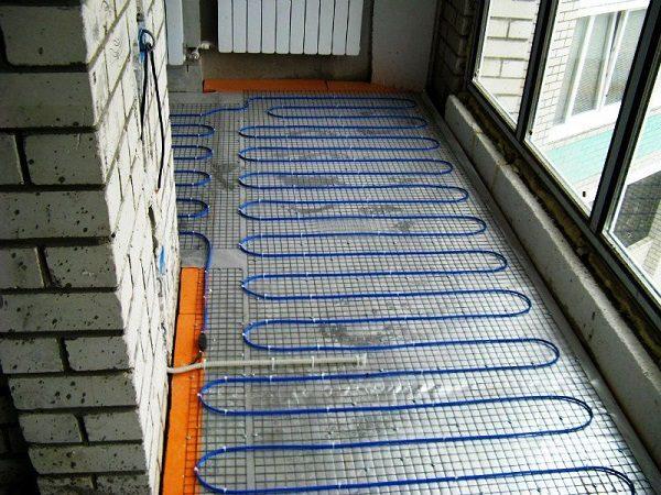 фото: теплый пол на панорамном балконе