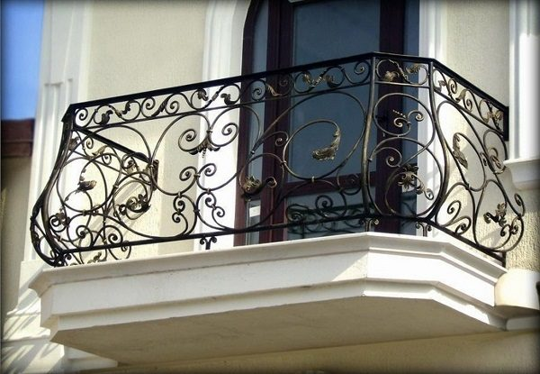 фото: кованый балкон