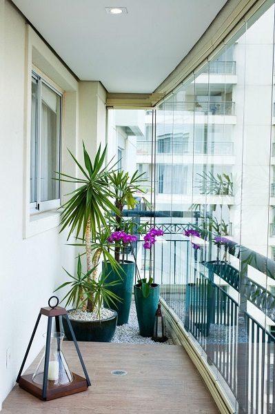 зеленый сад на панорамном балконе