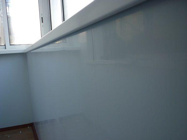балкон обшитый сэндвич панелями