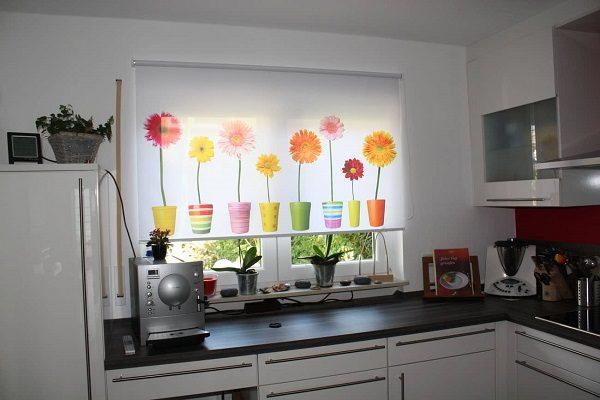 рулонные шторы на маленькую кухню