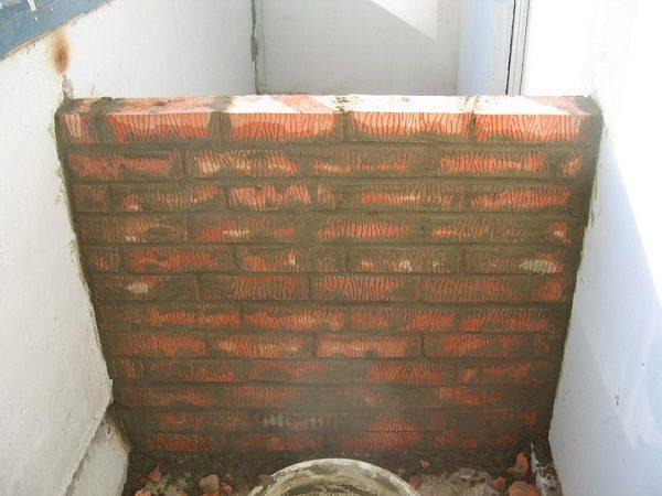 балконная перегородка из кирпича