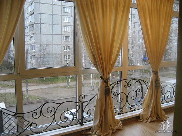 шторы на панорамном балконе