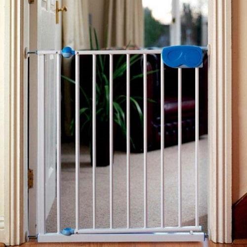калитка на дверь для безопасности детей
