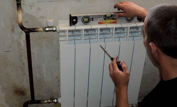 проверка радиатора уровнем