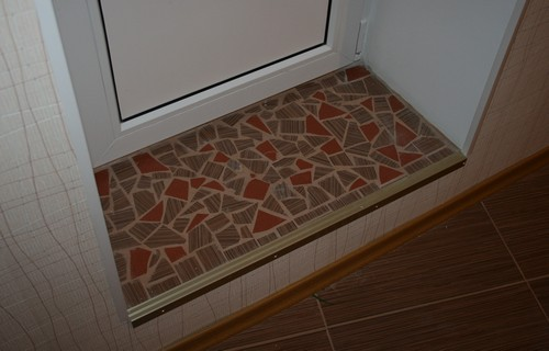 порог на балкон из мозаики