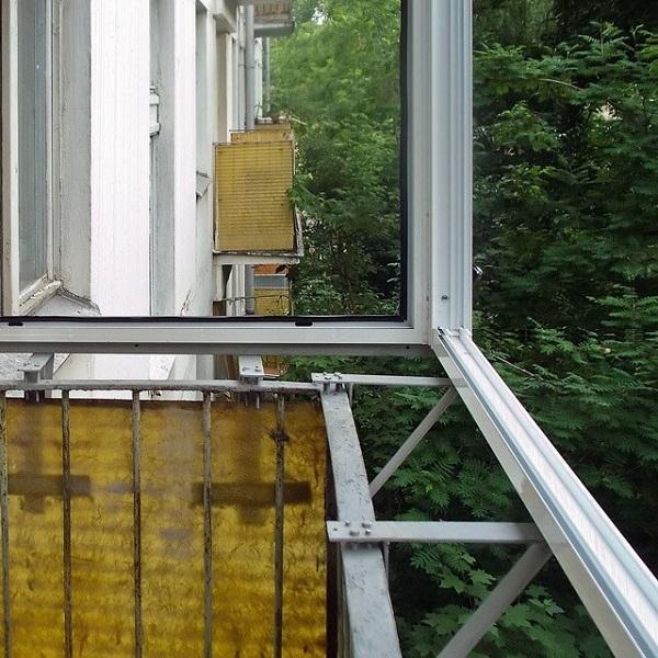 установка алюминиевых рам на балкон с выносом