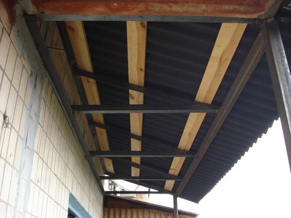 зависимый каркас крыши на балкон