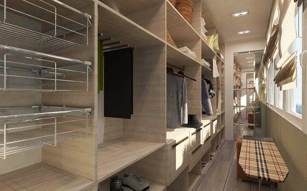 фото: гардеробная комната на балконе