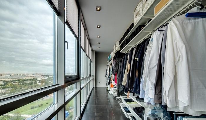 фото: гардеробная на лоджии