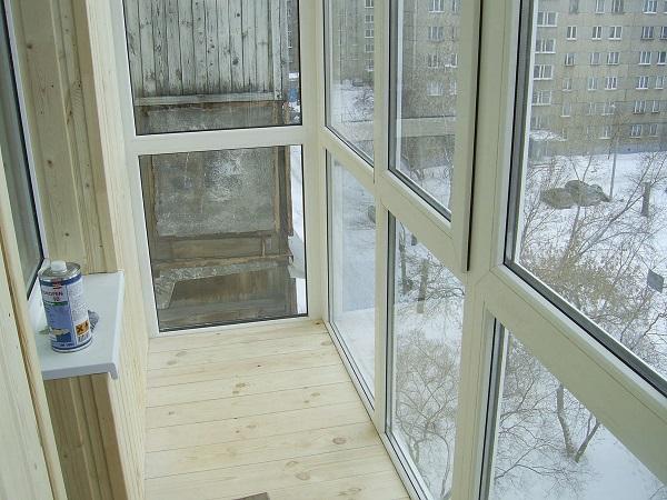панорамный балкон обшитый вагонкой