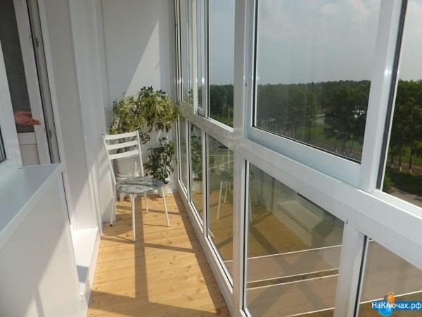 алюминиевые рамы на панорамном балконе