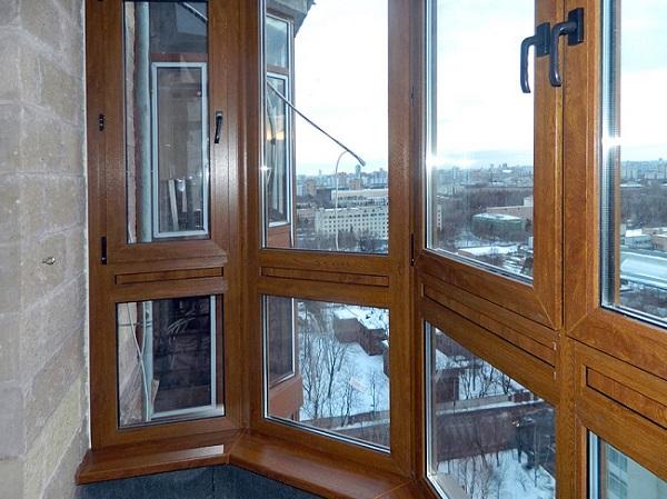 деревянные стеклопакеты на балконе