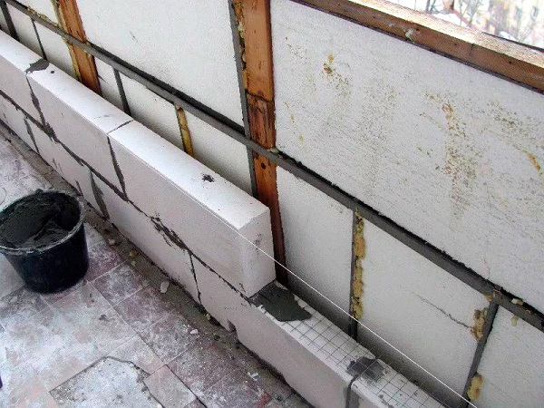 армирование пеноблоков на балконе