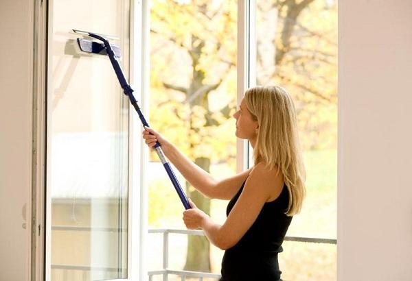 мытье окон снаружи телескопической шваброй