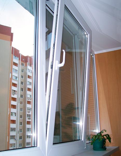 откидная створка на балконе