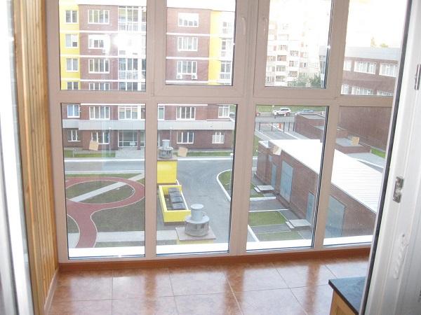 вид на соседей с панорамного балкона