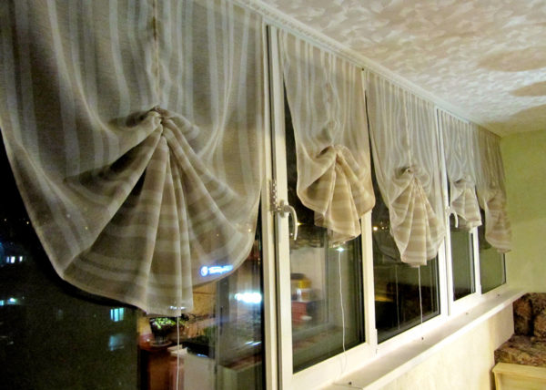 шторы с подвязками на балкон