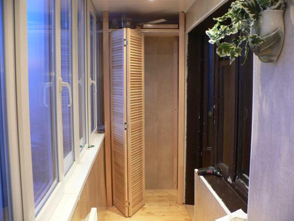 складывающиеся двери для шкафа на лоджии