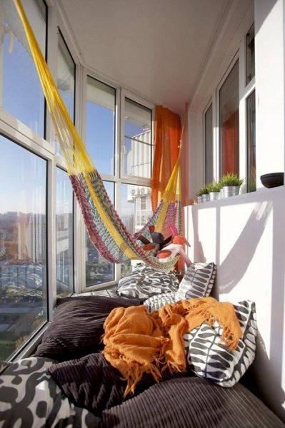 гамак на балконе