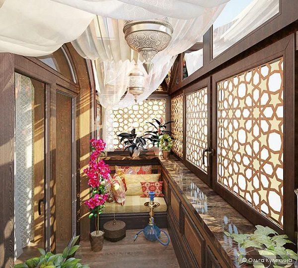 балкон с кальяном в арабском стиле