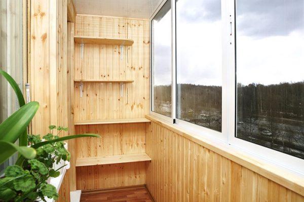 полки из дерева на балкон