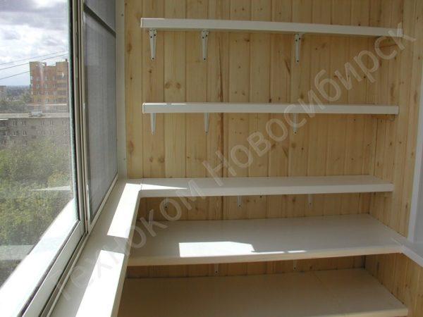 полки из пластика на балкон