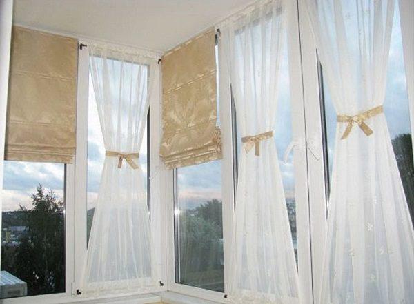римские шторы и занавески на балконе