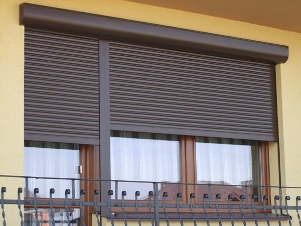 рольставни на балкон первого этажа