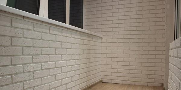 белая плитка под кирпич на балкон