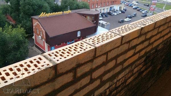 новый парапет кирпичный на балкон