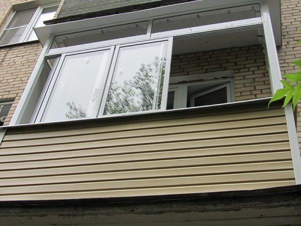 виниловым сайдингом балкон снаружи