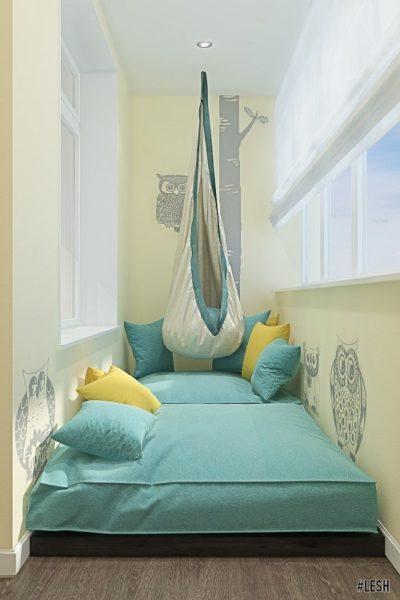 пастельные тона спальни на балконе