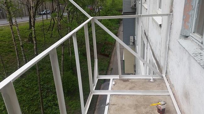 каркас балкона с выносом по основанию плиты