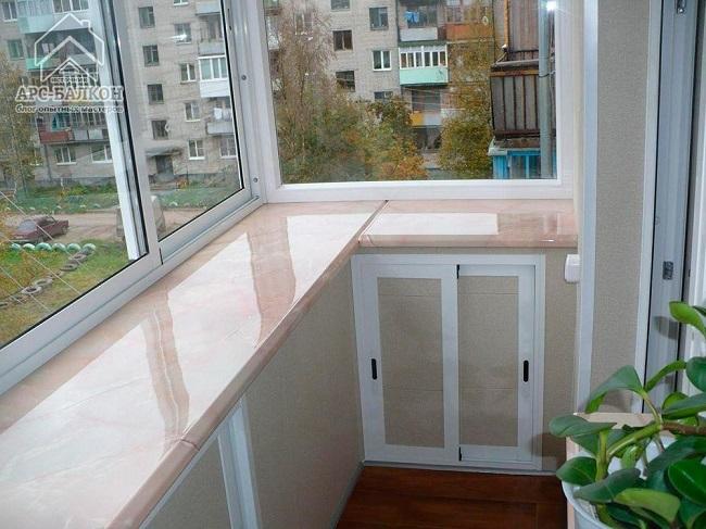 встроенные шкафчики в ниши балкона