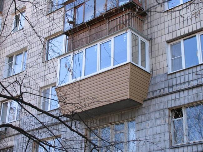 балкон выносом по подоконнику снаружи