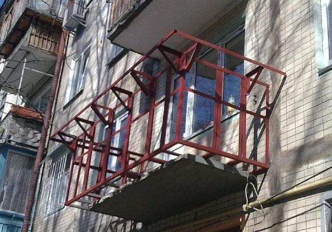 вынос балкона и по плите и по основанию