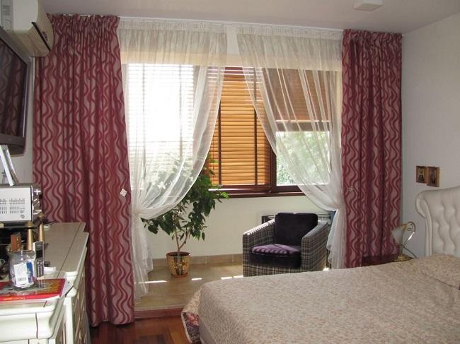 занавеси для зонирования спальни и балкона