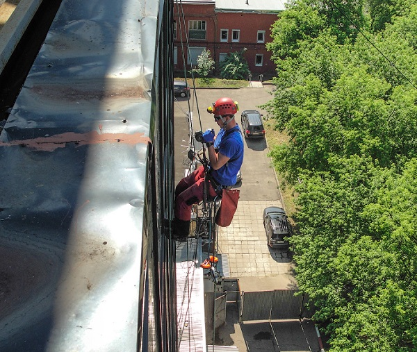 безопасность при отделке балкона снаружи