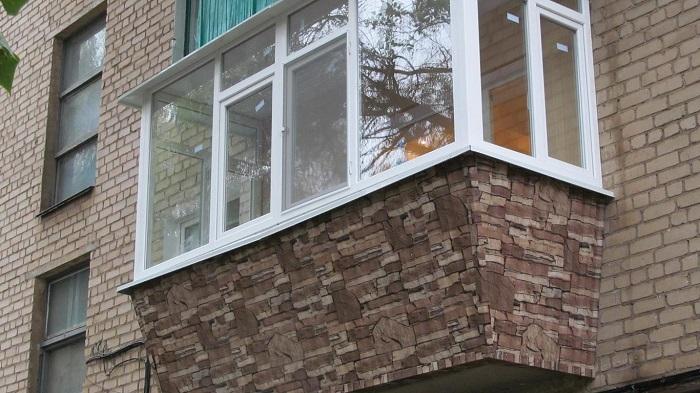 отделка балкона снаружи камнем