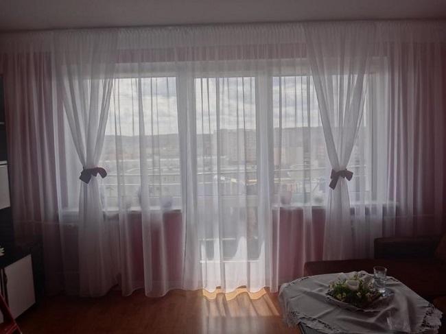тюль с бантами на балконный блок