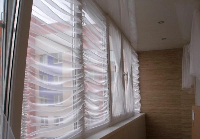 шторки на раму балкона